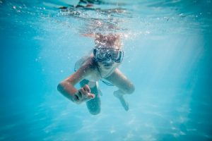 4300207-boy-swimming-under-water